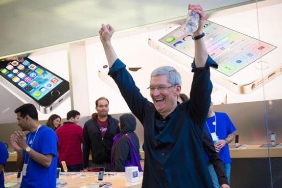 Tim-Cook-Palo-Alto-iPhone-1