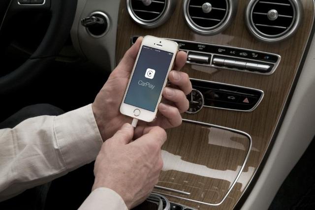 CarPlay портировали на iPhone и iPad