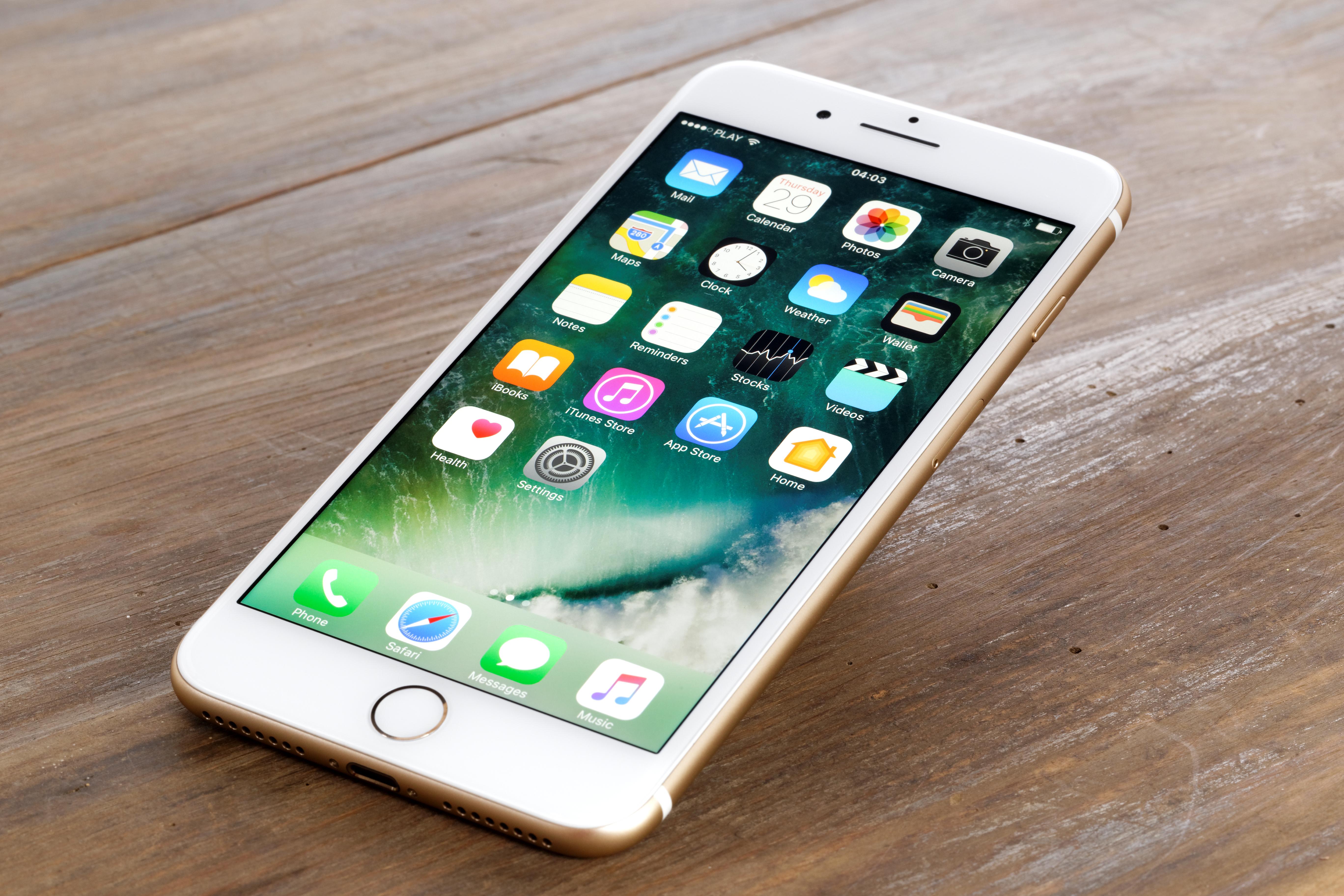 iPhone 7 в золотом корпусе
