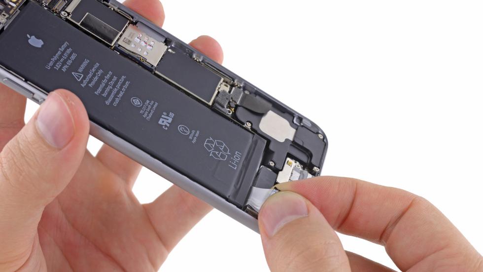 Как заменить аккумулятор на iPhone 6 (2)